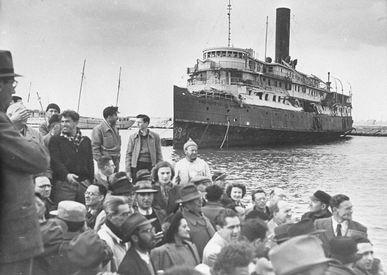 Ship bringing Jews to Israel in the post-war years
