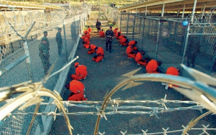 First detainees arrive at Guantanamo Bay time
