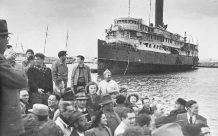 Jewish immigrants arriving in Israel time
